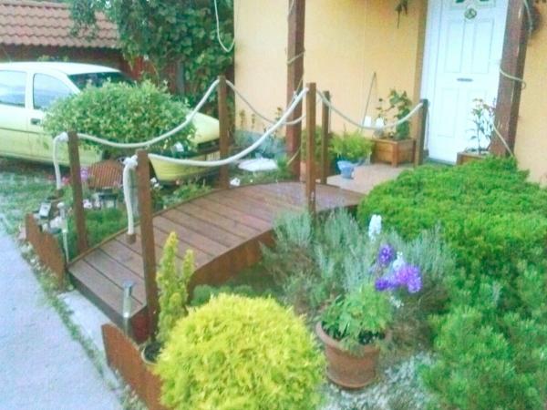 Minőségi kerti virágtartókat készít a vállalkozás az Ön igényei szerint.